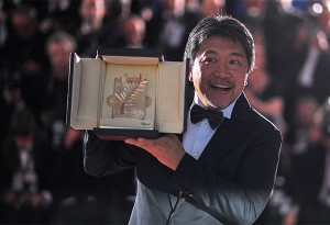 "Japanese director Hirokazu Kore-Eda poses with the trophy on May 19, 2018 during a photocall after he won the Palme d'Or for the film ""Shoplifters (Manbiki Kazoku)"" at the 71st edition of the Cannes Film Festival in Cannes, southern France. / AFP PHOTO / LOIC VENANCE"